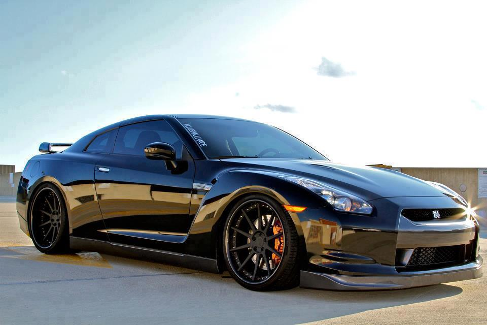 Photos & Pictures of Nissan GTR